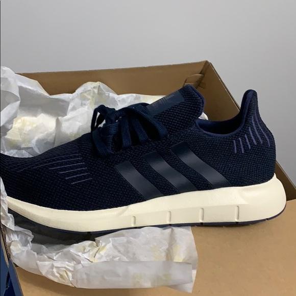 auge Perezoso Positivo  adidas Shoes | Adidas Swift Run Navy Black Originals 5 | Poshmark